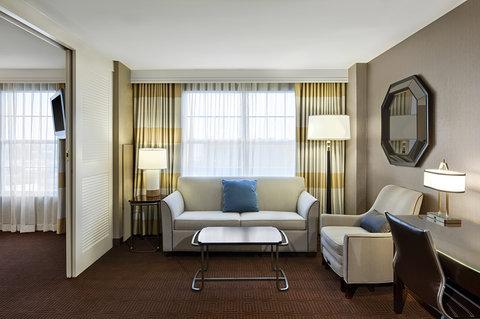 Sheraton Suites Galleria-Atlanta - Suite Living Room
