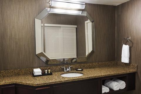 Sheraton Suites Galleria-Atlanta - Guest Bathroom