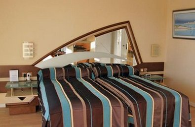 Le Crystal - Guest room