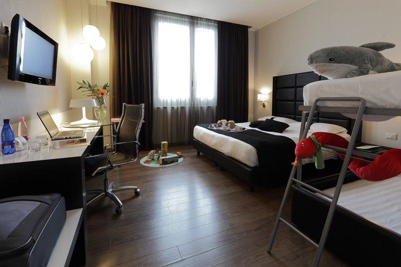 Holiday Inn Genoa City Odanın görünümü