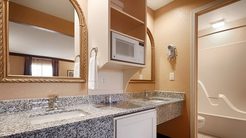 BEST WESTERN Cantebury Inn & Suites - Guest Bathroom