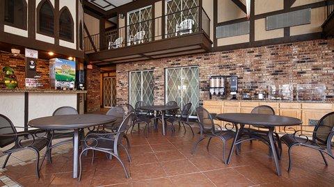 BEST WESTERN Cantebury Inn & Suites - Breakfast