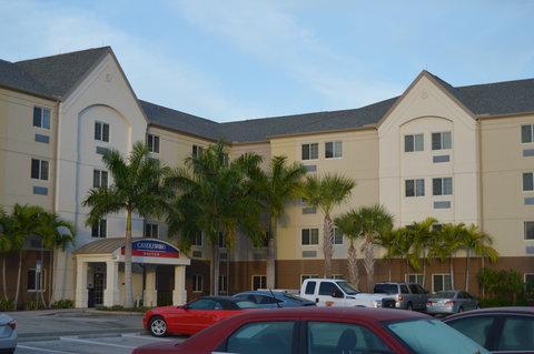 Candlewood Suites Fort Myers Sanibel Gateway Hotel - Hotel Exterior