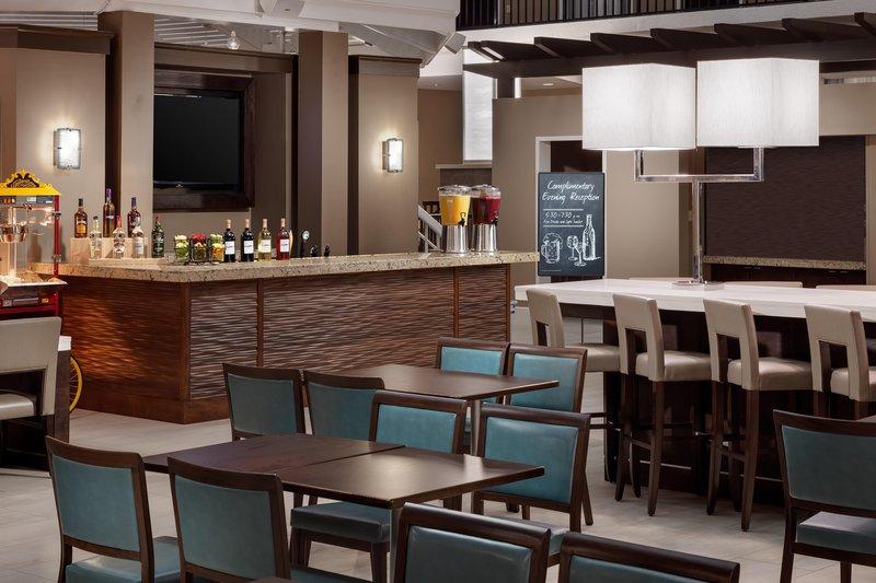 Embassy Suites Orlando - Lake Buena Vista Bar/lounge