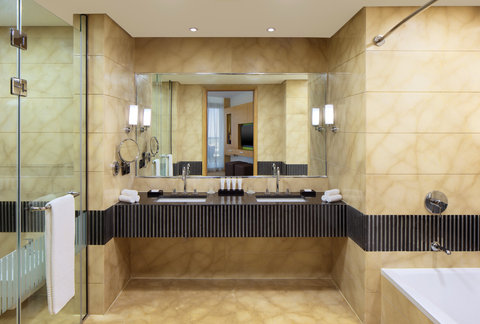 Le Meridien Cairo Airport - Suite Bathroom