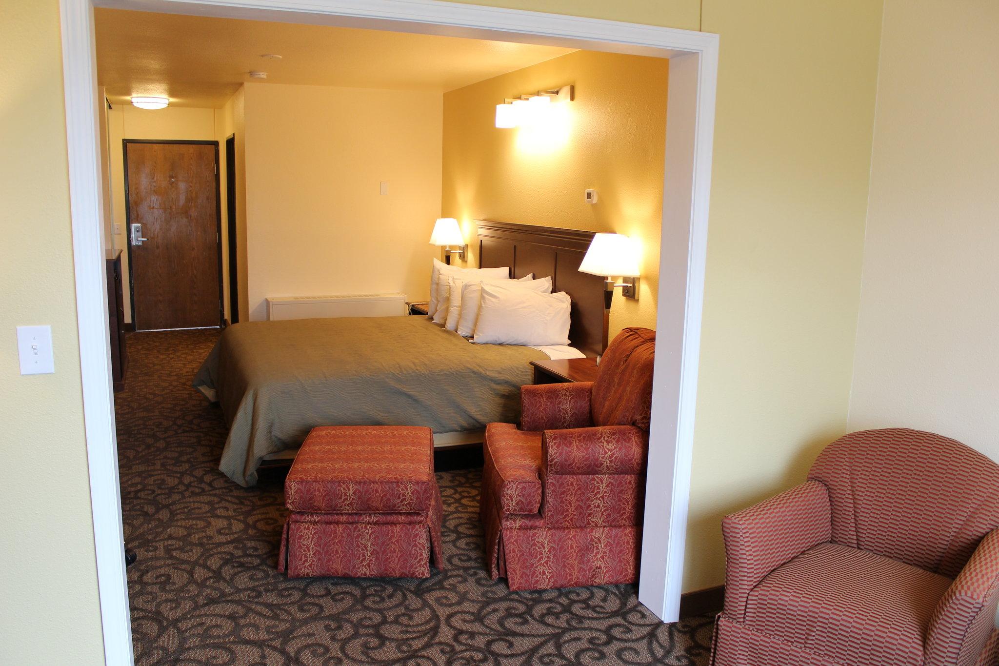 Allanivik Hotel & Salmonberry Suites