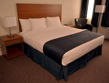 Days Inn Sioux Lookout - Standard King Bed Room