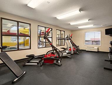 Super 8 Lloydminster - Gym Fitness Center