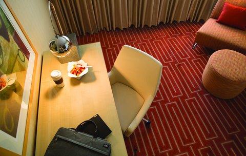 Hotel Irvine Jamboree Center - Writing Desk in Guest Room