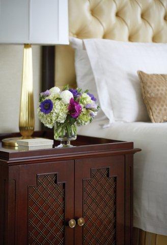Four Seasons Atlanta - Luxury Suite Bedroom Detail