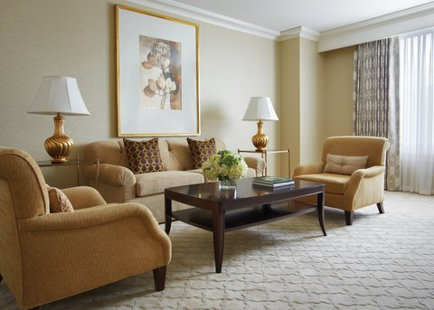 Four Seasons Atlanta - Luxury Suite Living Room