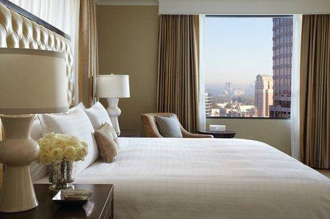 Four Seasons Atlanta - Corner Suite Bedroom