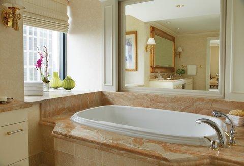 Four Seasons Atlanta - Luxury Suite Bathroom