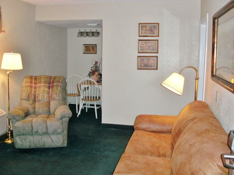 Guest Inn of Ardmore - One Queen Bed Kitchenette Suite
