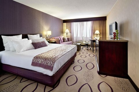 Doubletree By Hilton Hotel Minneapolis North - King Guestroom