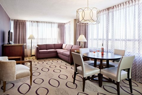 Doubletree By Hilton Hotel Minneapolis North - King Suite