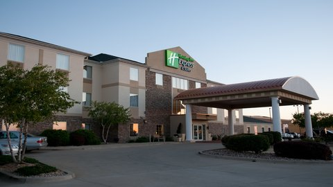 Holiday Inn Express & Suites BLOOMINGTON CITY CENTER-NORMAL - Hotel Exterior 3840x2160