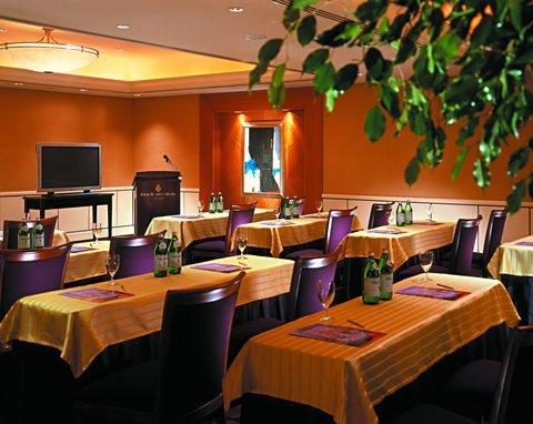 فندق فور سيزن - Crown Meeting Room