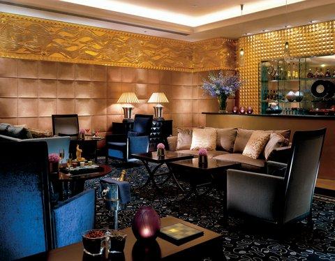 فندق فور سيزن - The Square Bar