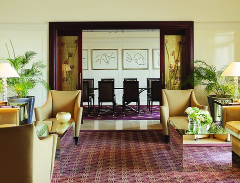 فندق فور سيزن - The Royal Suite  Living Room