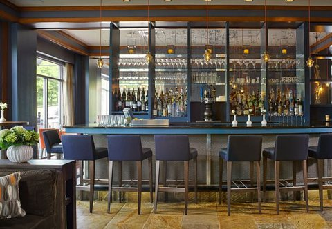 Courtyard By Marriott Burlington Harbor Hotel - Bar at Bleu