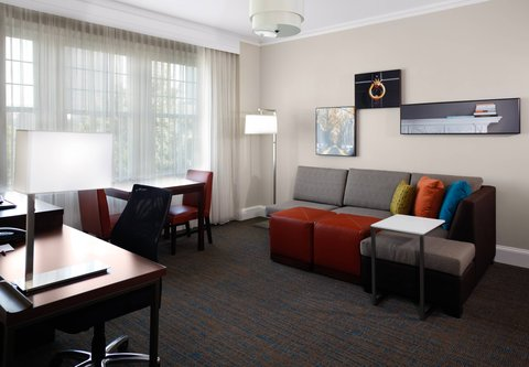 Residence Inn Atlanta Midtown/Georgia Tech - One-Bedroom Queen Suite   Living Area