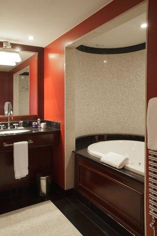 日内瓦香格里拉酒店及温泉 - Lake Suite Bathroom