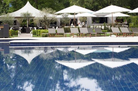 日内瓦香格里拉酒店及温泉 - Exterior Swimming Pool