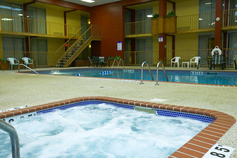 Holiday Inn Fairmont Hotel - Whirlpool is a great place to relax and enjoy the spacious pool