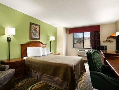Travelodge Of Battle Creek - Standard Queen Bed Room