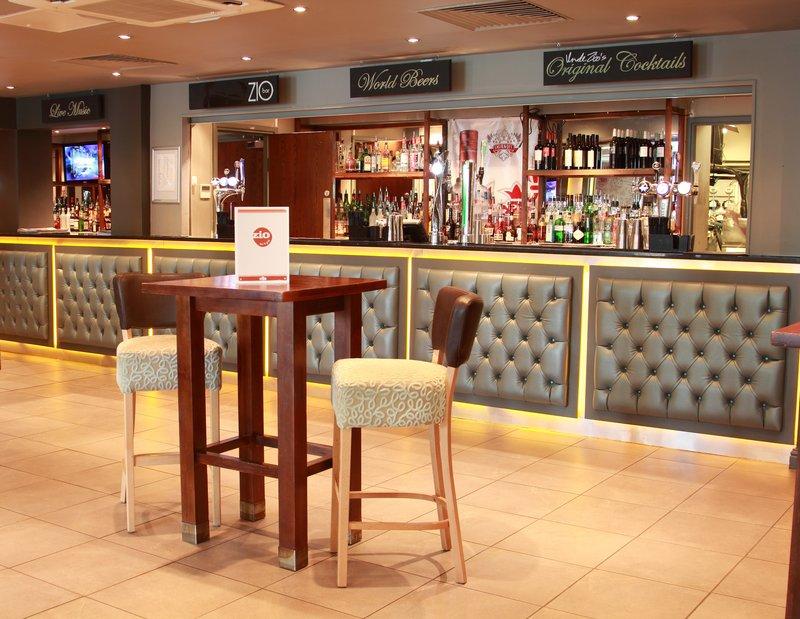 Holiday Inn Newcastle-Jesmond 酒吧/休息厅