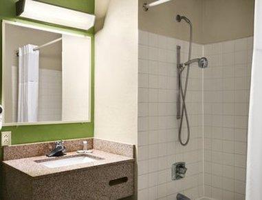 Travelodge Of Battle Creek - ADA Bathroom