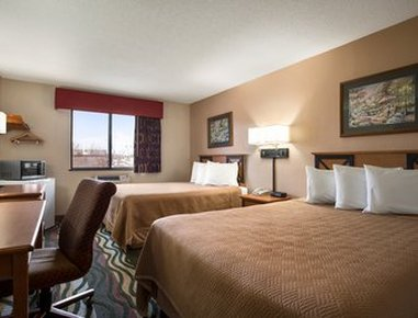 Travelodge Of Battle Creek - Standard Two Queen Bed Room