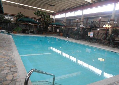 Econo Lodge - Pool