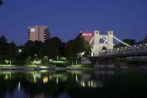 Hilton Waco - Hilton Waco Exterior Night