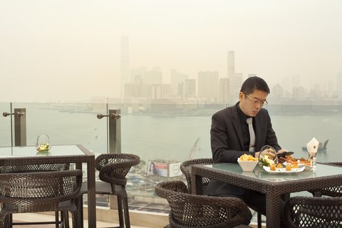 香港柏宁铂尔曼酒店 - RIVA and The Deck