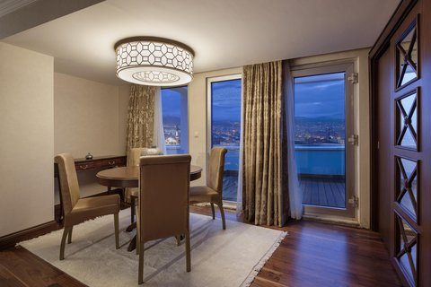 هيلتون قيصري - Terrace Suite Dining Room