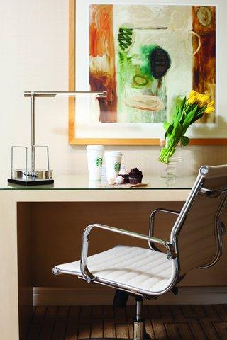 Hotel Irvine Jamboree Center - Guest Room Desk