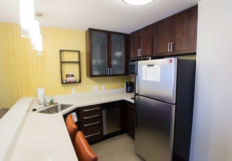 Residence Inn Omaha West - King Studio Suite   Kitchen Area