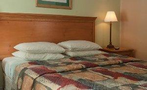 Room - Relax Inn Bryson City