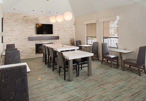 Residence Inn Harrisburg Hershey - Breakfast Dining Area