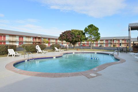 Guest Inn of Ardmore - Pool