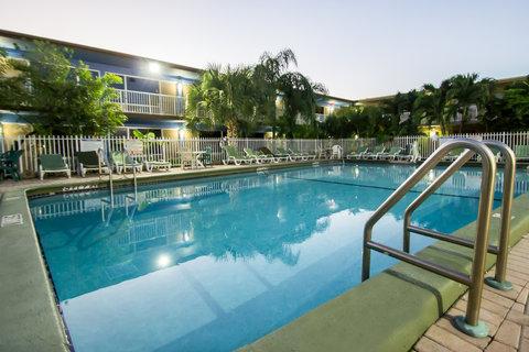 Rodeway Inn & Suites Ft. Lauderdale Airport Cruise Port - Fl Pool