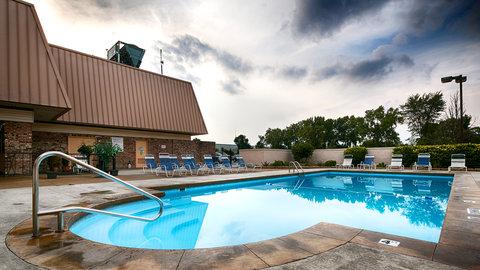BEST WESTERN PLUS Columbus North - Pool Steps
