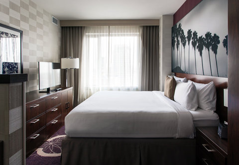 Residence Inn Los Angeles L.A. LIVE - Two-Bedroom Suite   Sleeping Area