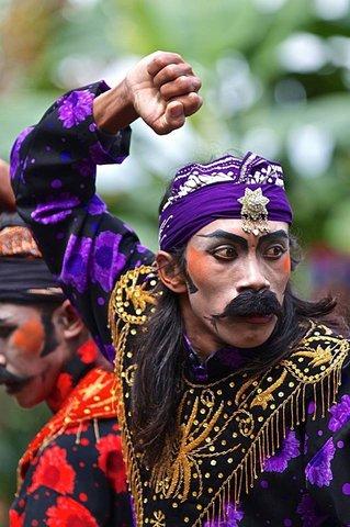 Villa Borobudur - Immerse in Javanese Dance Performance