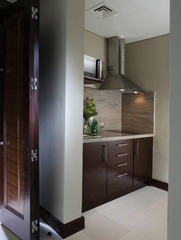 Millennium Plaza Dubai - Deluxe Suite Kitchen