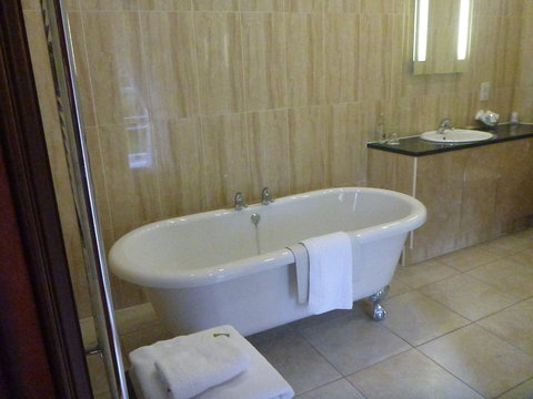 Doxford Hall Hotel and Spa - Alnwick Castle Bathroom