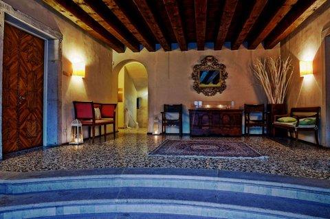 Hotel Villa Policreti - Interior image
