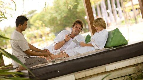 Holiday Inn Resort Baruna Bali - Tea Tree Spa father and son ttreatment